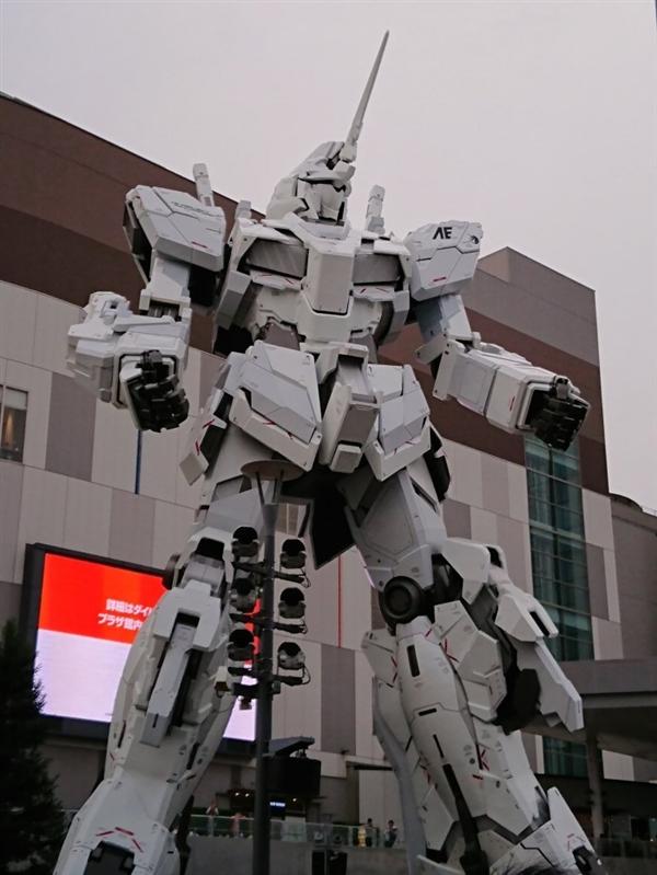 日本展示1:1独角兽高达:能变性 20米高超霸气