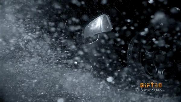 《X战警:天赐》开场六分钟片段 万磁王之女雨夜被捕