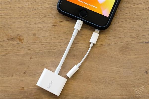 充电听歌两不误!iPhone 7新款转接器开卖