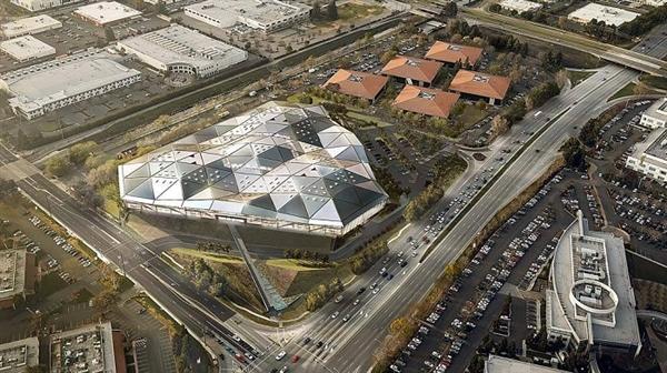 NVIDIA加州新总部:巨大三角形雄伟壮观