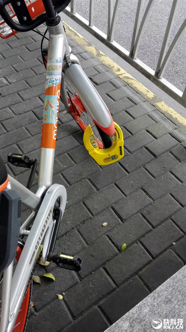 上海街头现摩拜单车尴尬一幕:ofo神出镜