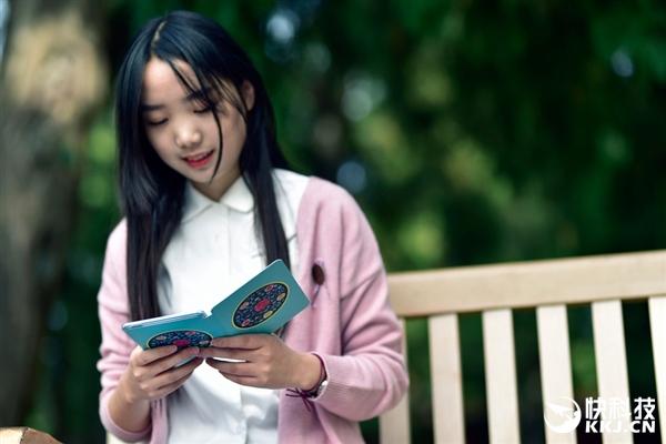 iReader电纸书国博定制保护套图赏:美女入镜