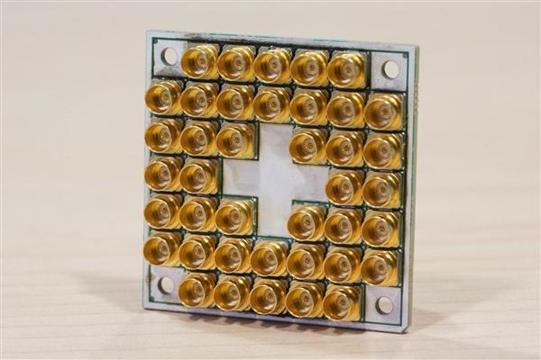 Intel交付17量子位超导芯片:速度是酷睿i7 6万倍