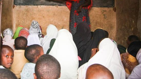 非洲6岁童试卷让2万老师崩溃!集体被开除