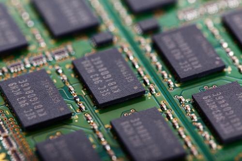 安静省电速度快 固态盘终将超越机械硬盘