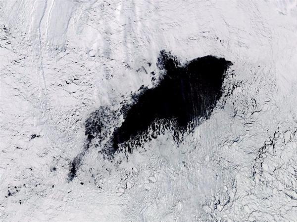 南极发现超大冰间湖 面积与世界最大淡水湖