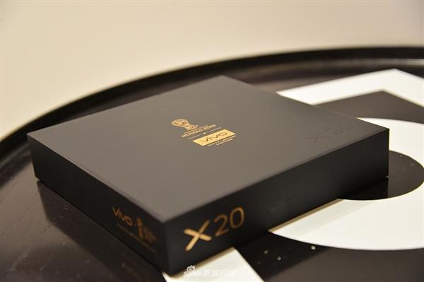 6寸全面屏!vivo X20黑金旗舰版开箱图赏:3398元有爱吗