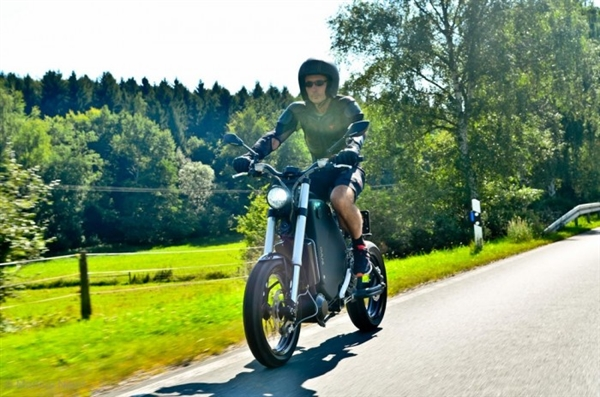 造型拉风!德国造最快量产电动摩托:极速115公里/小时