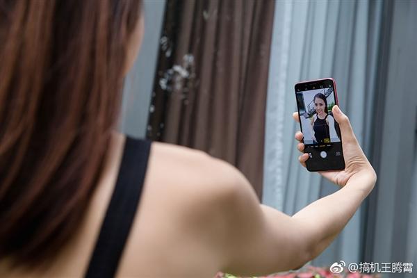 OPPO首款全面屏F5配置完全曝光:印尼性感女星代言