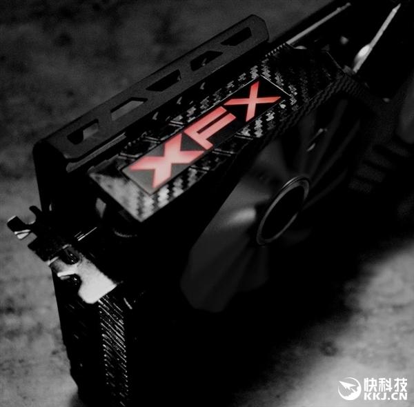 讯景秀非公版RX Vega:奇葩的供电接口