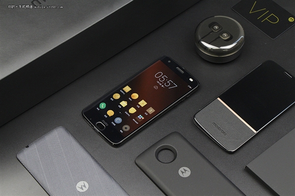 骁龙835旗舰Moto Z 2018赏析:不碎屏+模块化设计