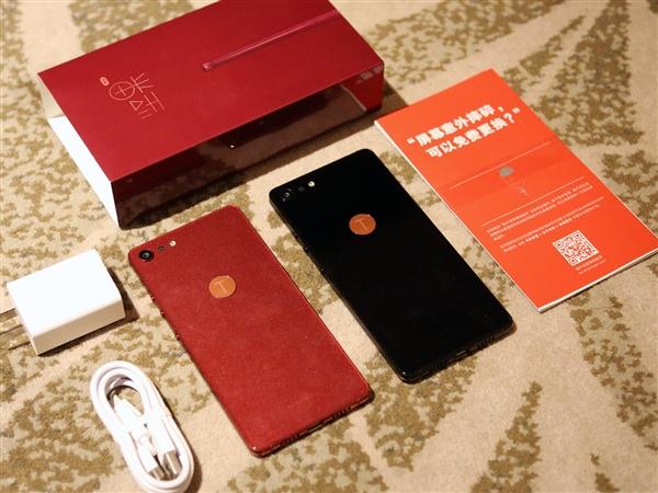 颜值礼物就选坚果Pro 2,少有的红色不娘的手机