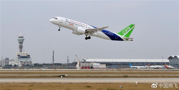 国产大飞机c919新里程碑!上海转飞西安成功