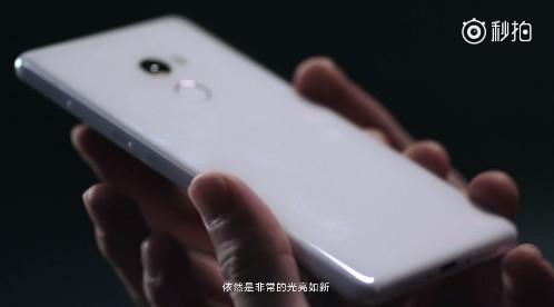 王自如科普手机材质进化史:对小米做陶瓷肃然起敬