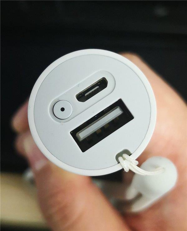 11档亮度/可当充电宝:小米随身手电筒实拍图赏