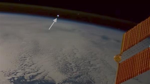 太空上看流星/雷电/火灾竟是这样:大开眼界