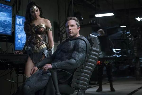 《正义联盟》彩蛋:蝙蝠侠和神奇女侠有一腿...