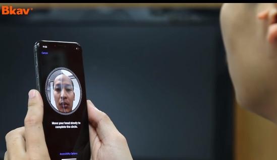 """老外1300元制作""""人脸面具"""" :iPhone X被骗傻"""