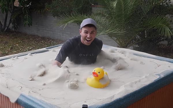"""城会玩!前NASA工程师将沙子变成""""液体"""""""