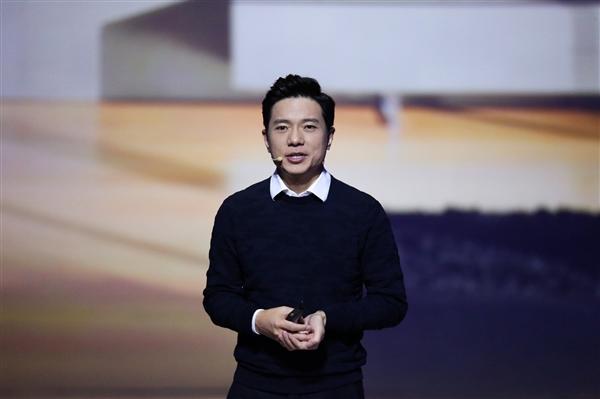 李彦宏:量产车明年7月亮相 没有方向盘和驾驶位