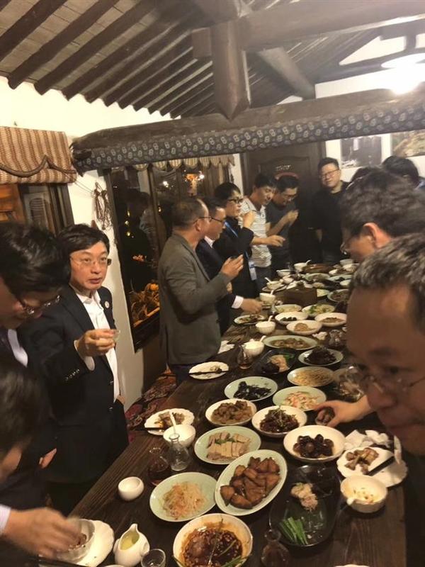周鸿�t评最强互联网饭局:我是吃货 丁磊猪肉确实美味