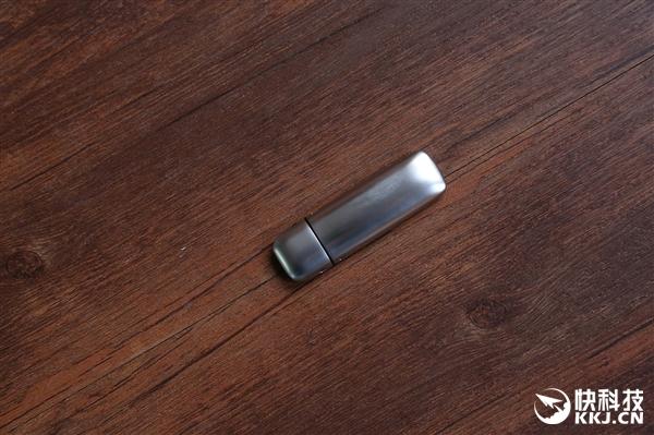 台电幻影X USB3.0高速闪存盘开箱图赏:手感如鹅卵石