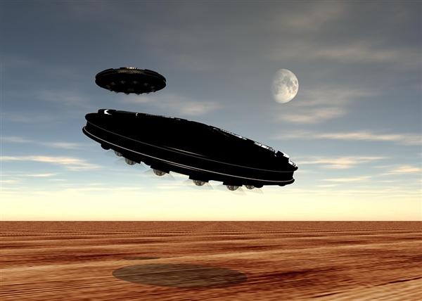 《环太平洋》导演吉尔莫·德尔·托罗:曾亲眼目睹UFO