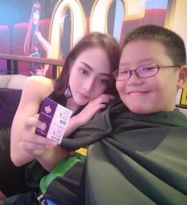 泰国小学生为约女模买iPhone X 网友:作业太少