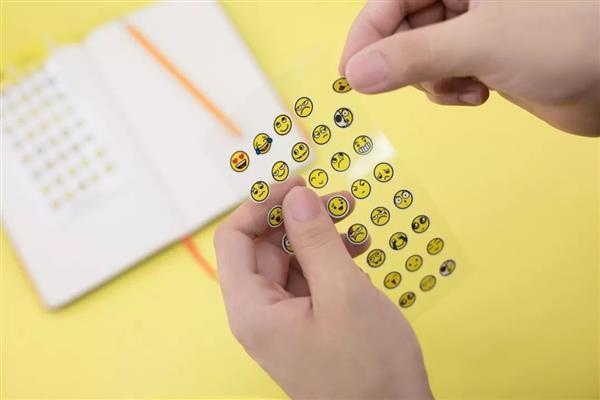 把人逗哭 3D版的QQ黄脸表情是怎么做出来的?