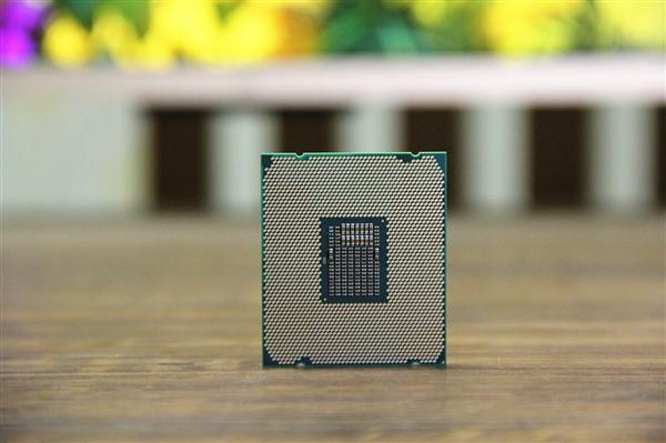 Intel Whiskey Lake处理器首次现身:用于笔记本