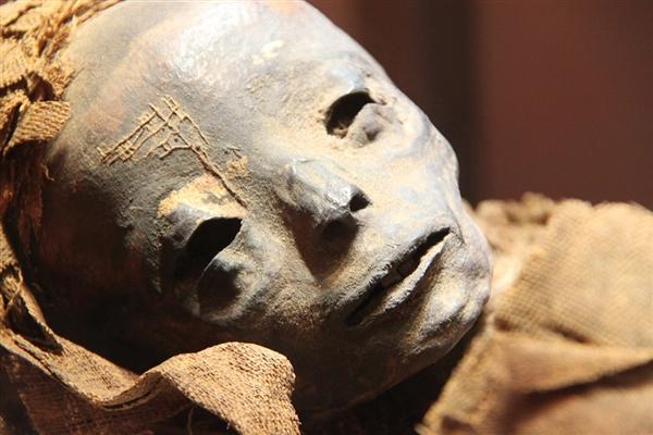科学家惊人新技术:3000年木乃伊不开盖直接扫描探究竟
