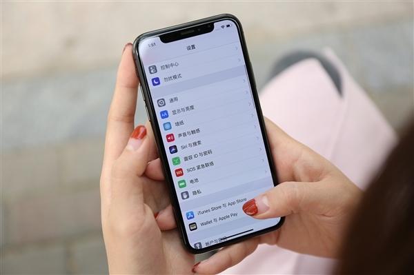 5%.此外,手机零部件价格持续上涨,预计2018年有所下降.