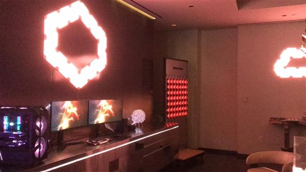 酷冷至尊MasterPlus+打造灯光秀:PC画面同步房间色彩