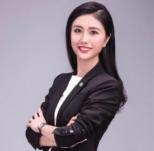炫富女律师公开道歉:年轻不懂事 网友选择原谅