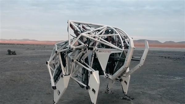 科幻:能操控的机器人来了 人机合一 3.6吨重