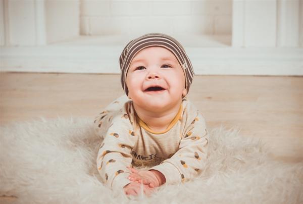 卫生太好不利于婴儿健康?鼓励婴儿爬行是好是坏
