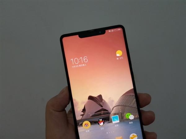 神似iPhone X!小米全面屏新机外形偷跑:也有刘海