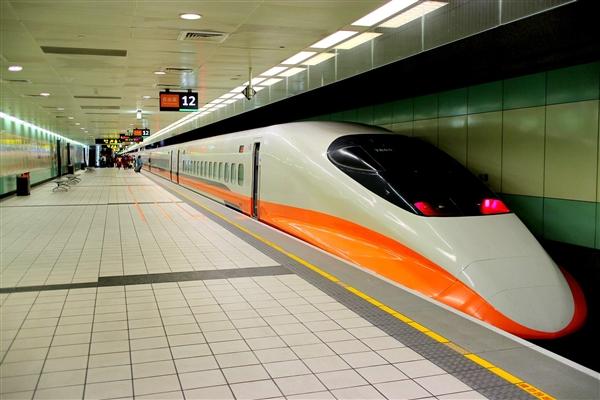"""""""高铁顺手寄""""服务上线:旅客物品直接送到家"""
