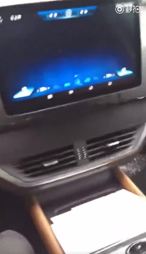 比亚迪唐二代钥匙、内饰曝光:中控屏支持90度旋转