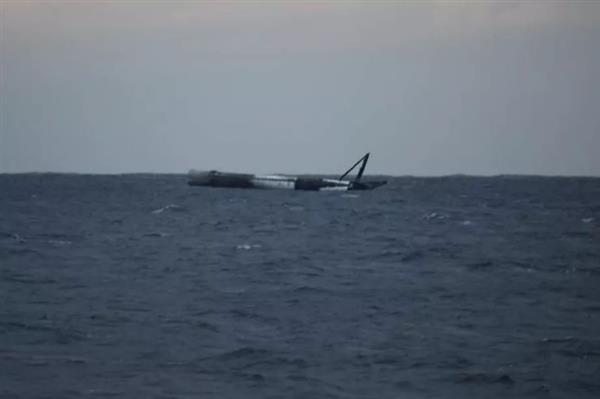 SpaceX火箭掉进大海 美国空军竟把它炸了