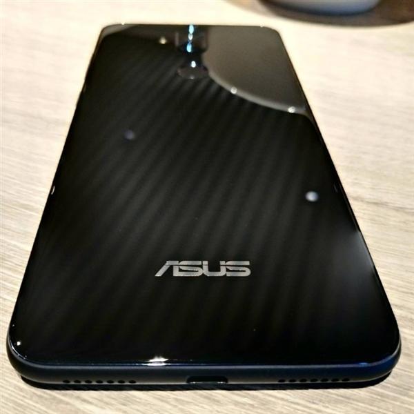 华硕ZenFone 5 Lite真机曝光:全面屏/竖排双摄