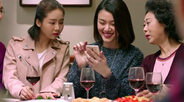 史上最好玩的全家福!华为手机新玩法刷爆90后餐桌