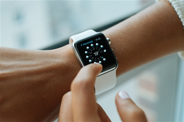 Apple Watch出货量首次超过瑞士手表