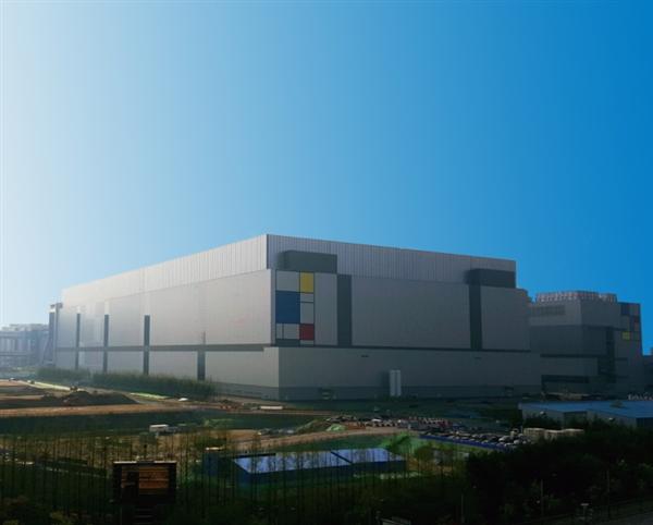 三星在2017年10月宣布正开发介于10nm和7nm的8nm中间制程