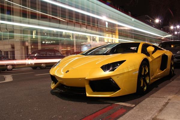 兰博基尼在其经典车型中加入了苹果CarPlay支持