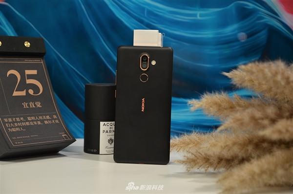 诺基亚7 Plus图赏:全面屏设计 金属机身陶瓷触感