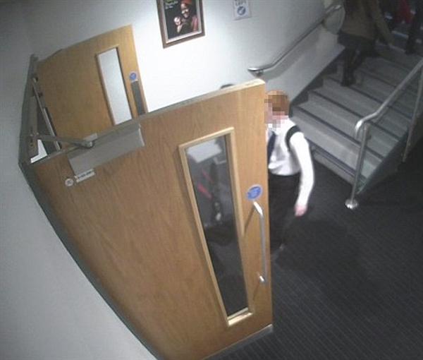 黑客闯入英国学校闭路电视系统 学生被集体直播!
