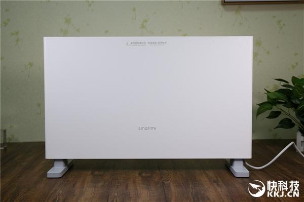 智米电暖器造型简约、纯白配色百搭进一步降低了机身尺寸