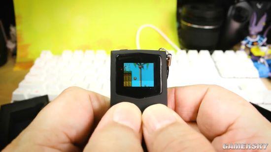 世界最小!超迷你掌机售价350元 能玩游戏仅手指高
