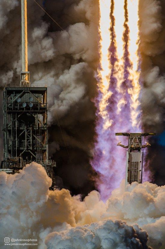 近距离拍摄火箭升空后 相机会变成怎样?